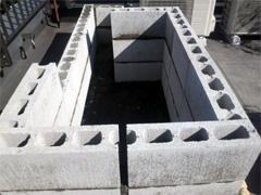 コンクリートブロックでワク組み